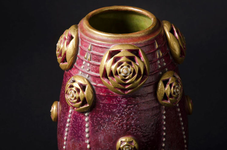 Picture of Flowers and Festooned Beads Vase