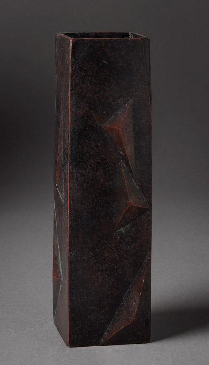 Picture of Pyramidal Motif Vase