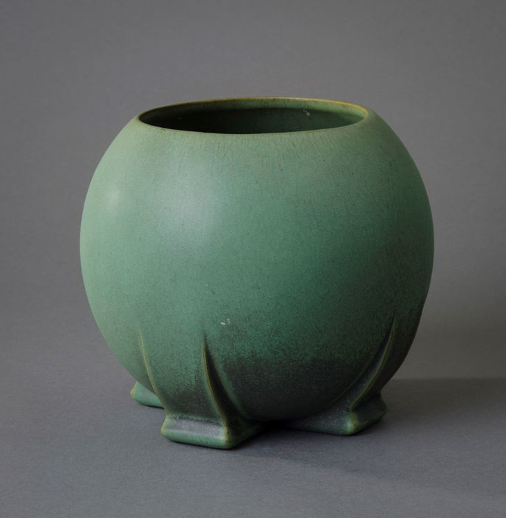 Picture of Buttressed Spherical Vase