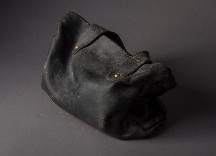 Picture of Black Purse with Dust