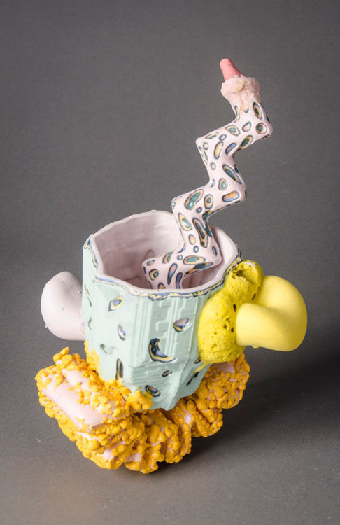Picture of Beverage Vessel with Squiggle Tread & Zig Zag Straw