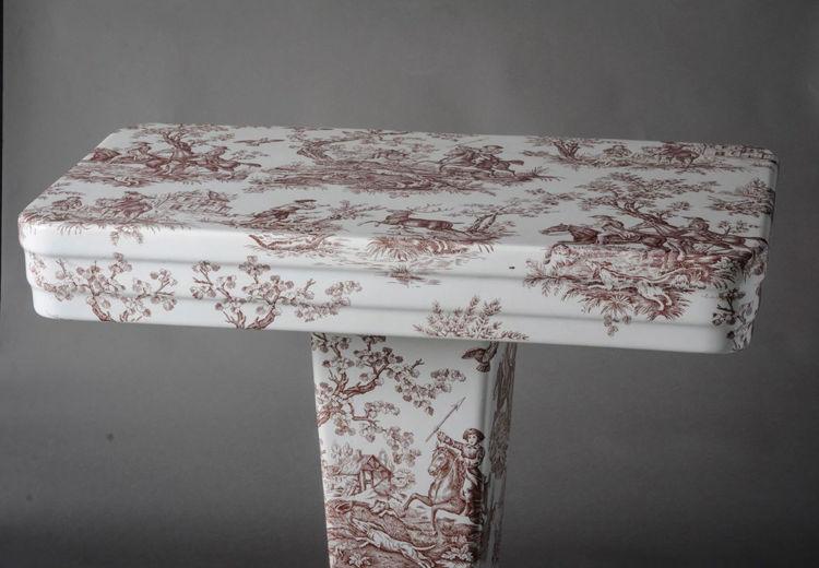Picture of Porcelain Pedestal Table
